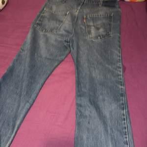 Levis Vintage 80s Ljusblåa Jeans Storlek ungefär 34 x 34