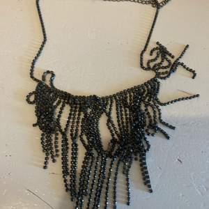 Svart strass halsband