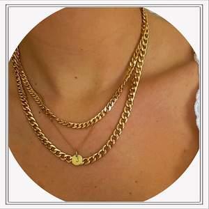 Ett super fint guldigt halsband som sitter ihop med två olika kedjor 🤩 OBS! Det halsbandet med J ingår inte ✨🌈💗
