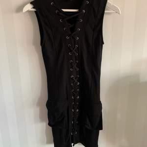 Svart klänning i storleken M, i väldigt bra skick! köparen står för frakten☺️