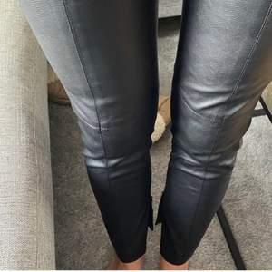Snygga och sköna tights från zara! Använda några fåtal gånger! Möts gärna i Göteborg men kan skicka mot frsktsvgift'