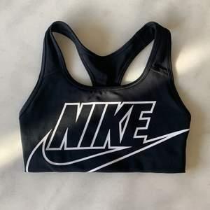 Sportbh från Nike | Medium support | Sparsamt använd så i fint skick | Frakt tillkommer på 24kr 💌