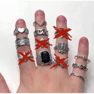 Säljer dessa super snygga silvriga ringar! Helt nya, alltså inte använda! Frakt tillkommer 12kr❗️Priser och storlekarna ser ni på andra bilden!