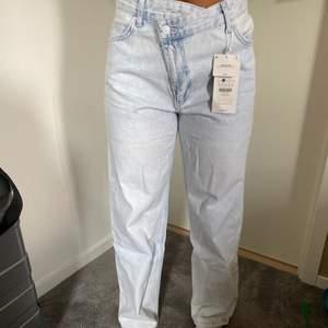 Nu säljer jag dessa dina jeans pga inte rätt färg! Strl 36 men passar även 38❤️