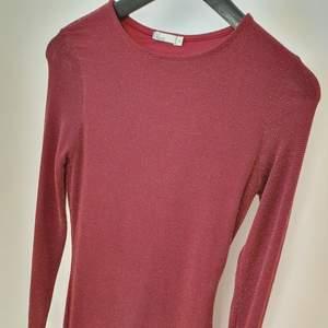Tight lång röd-glittrig klänning från Nelly  Perfekt till hösten & jul! ❤