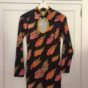 Ett jättesnygg klänning från märket Jaded London, endast använd 1 gång så den är i mycket bra skick.