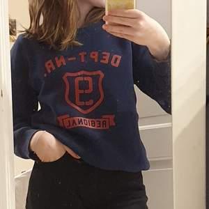 Snygg sweatshirt från H&M i storlek 146/152 men som passar en xs!❤ köparen betalar frakten!