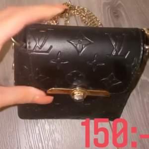 Svart LV väska, snygg kopia med svart läder🌸