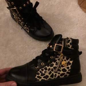 As coola sneaker!