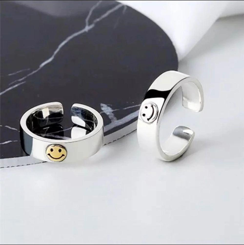 Sole Memory Smile Happy Retro Smiley Cutout Cute 925 Sterling Silver Female Resizable Opening Rings SRI554. En ring kostar 119 kr 2 för 220kr. 🌸🌸. Accessoarer.