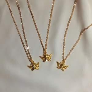 ängelhalsband 👼🏼✨ 49:- + frakt 11 kr ♡ - ängelhänge - guldfärgad kedja ca 40 cm - förlängning ♡ - beställ via celestesmycken.etsy.com - instagram @celestesmycken 🤍✨ ♡ #smycken #halsband #ängel #angel