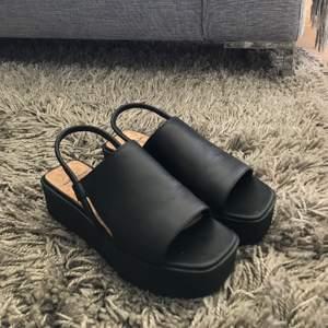 Aldrig använda! Superfina sandaler från vagabond. Säljer pga lite för stora för mig. Köparen står för frakten. Buda i kommentarerna från 400🤩