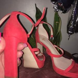 Heels med bred klack i mockaimitation💯 Använda vid ett tillfälle