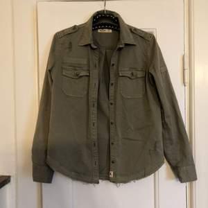 Super fin oversize grön skjorta från Hollister
