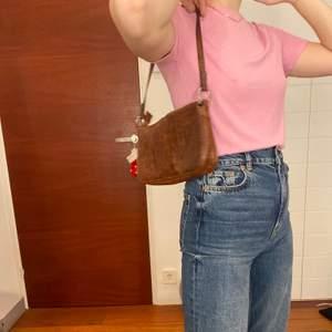 Söt rosa ribbad tröja i strl S, osäker på frakten 💓