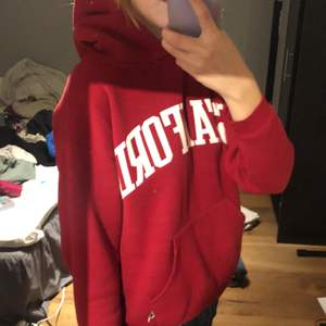 Röd stanford hoodie, inga defekter.
