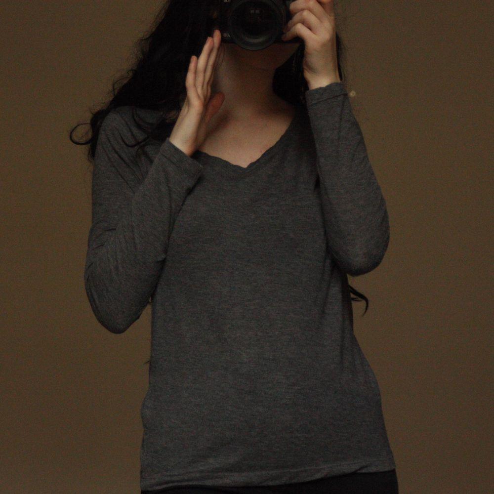 Grå långärmad tröja i bomull från Atmosphere. Enbart använd ett fåtal gånger. Jag kan mötas upp i Skara (ibland även Falköping, Skövde eller Göteborg) eller skicka med posten (44kr)💓 . Toppar.