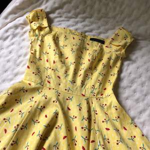 Söt retro klänning i fint skick