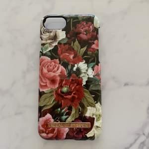 Blommigt skal från Ideal Of Sweden. Jättebra skick! Säljer för 50 + frakt