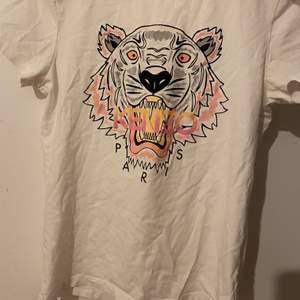 Kenzo t-Shirt, använd ca 3 gånger!