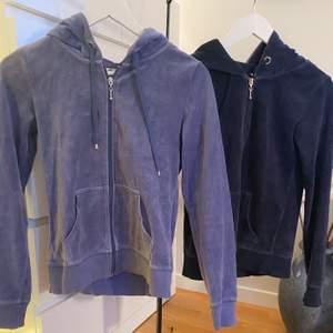 Två koftor som liknar juicy couture i bra skick! Säljer för 70 st! Eller båda för 140✨