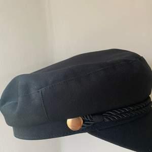 Säljer nu min Bakers Boy Hat i storlek M/L. Ursprungligen från H&M. Oanvänd och i mycket gott skick.