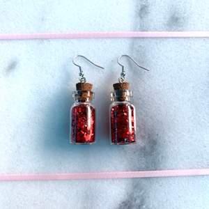 Finns att köpa på min hemsida: www.strawberrycrafts.se! :D