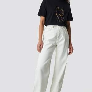 Super snygga jeans från Emilie briting x Nakd som endast är provade och inte använda pga. fel storlek❤ kan skicka mer bilderna på byxorna❤ kan mötas i sthlm❤❤