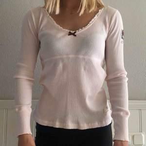 Säljer den populära tröjan från Odd Molly i en ljusrosa färg. Nyskick, använd en gång! Nypris ca 600kr.