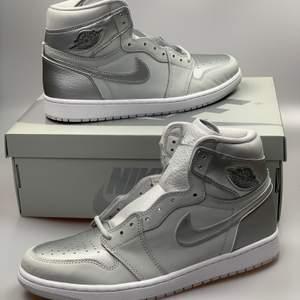 Air Jordan 1 high CO-JP                                                                     Oanvönda skor bara upptagna för fotografering. Storlek 44 riktigt fina jordans som var släppta i Japan 2001 och i år i hela världen.                                                                             Skickar spårbart via postnord, har ni några frågor hör gärna aver