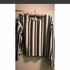 Nice rätt kort tröja, smått overszie