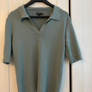 En pike tröja/ en tröja med krage från stockh lm. Nypris ca 800kr. S passar även M💕💕💕