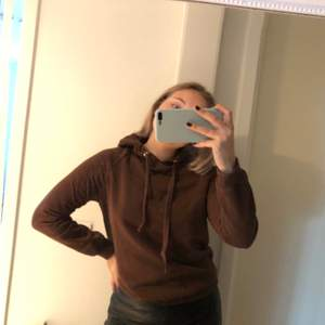 Brun hoodie, jätteskön, 110kr ink frakt