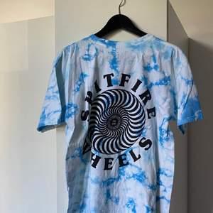 T-shirt från Spitfire. Använd en gång. Storlek M. Tryck på ryggen.