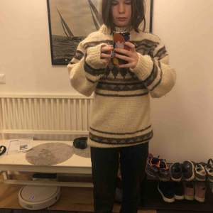 En såsåså fin isländsk tröja från en second hand butik i England.  Jättebra skick