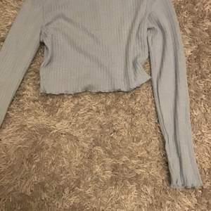 Jätte fin shein tröja, blå, söt, långarmad, ganska tun, fin, cool, len, aldrig använt, köparen står för frakt!