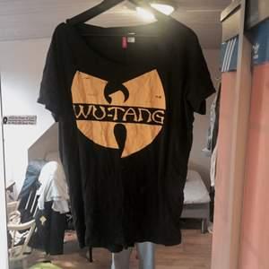 Wutang loosefit tröja, använd 2 gånger!
