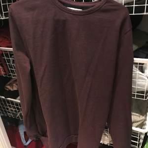 Vinröd samsö tröja storlek S