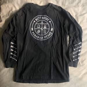 Skön tröja från Neff, Stl Large. Använd men bra skick🥳🥳🥳 fraktkostnad tillkommer om den ska fraktas