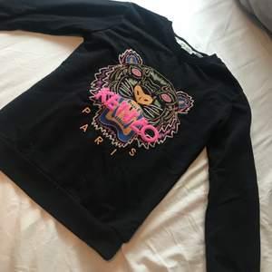 Säljer 2 st a-kopior Kenzo sweatshirt och ett par mjukis i storlek xs. Frakt tillkommer 🌸