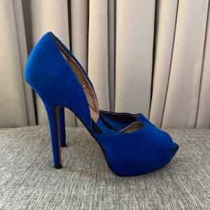 Blåa klackar 💙💙💙  Använda 2 gånger  Storlek 38, klackhöjd 13 cm