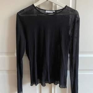 Mesh-tröja köpt second hand. Lite nopprig på vissa ställen men inget som stör! Står stl L på lappen, men funkar på XS-M.