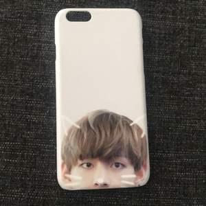 Iphone 6 skal som har en bild på Kim taehyung(V) från BTS, jag har köpt den för 300kr för jag valde bilden på skalet men säljer den för 250kr. Dm för mer info.