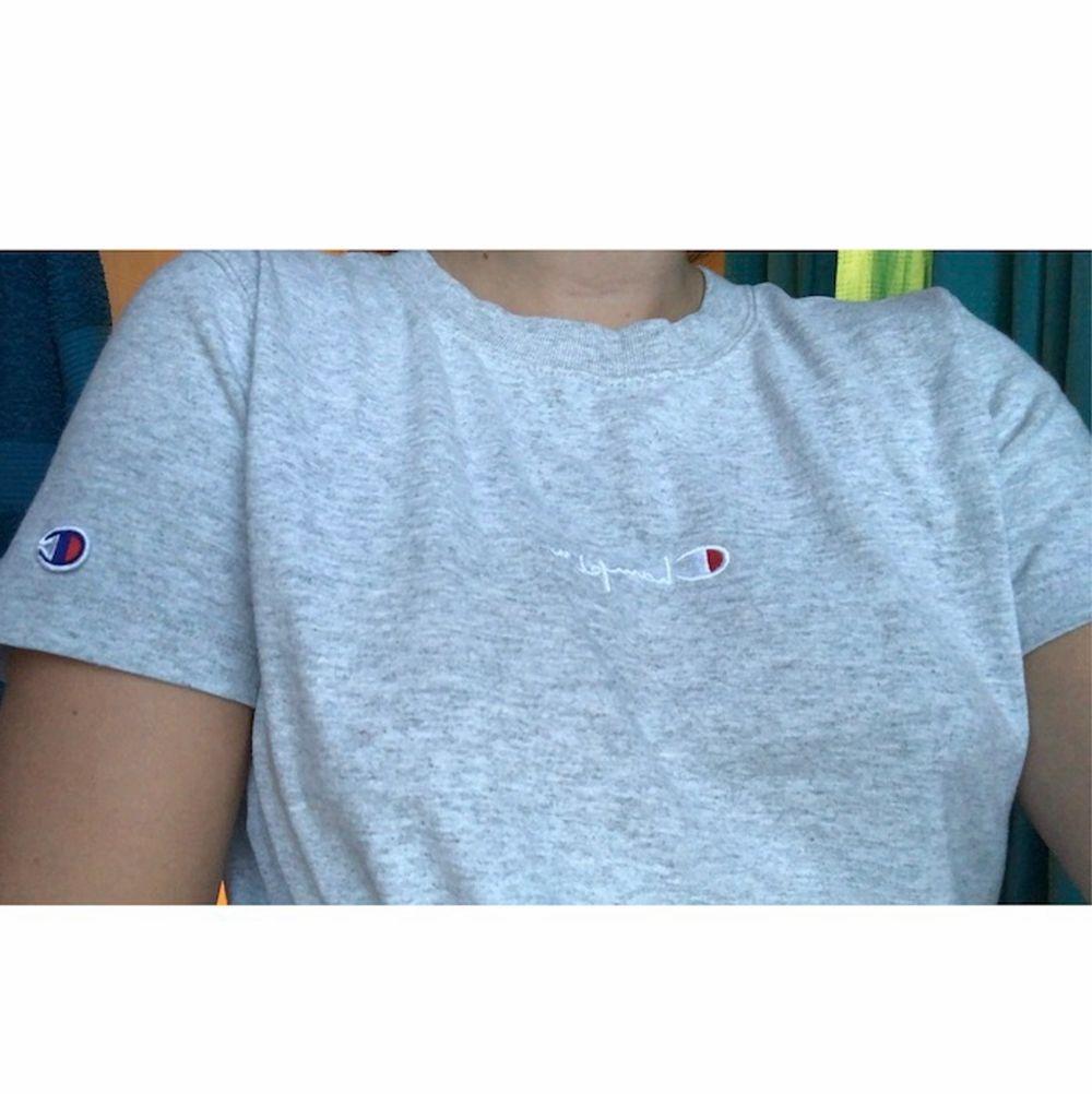 Köpt på Urban Outfitters för ett tag sen för 499kr, tröjan är i gott skick. 💖 Priset kan diskuteras. T-shirts.