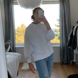Vit tröja från Asos! Lite kortare i ärmarna.