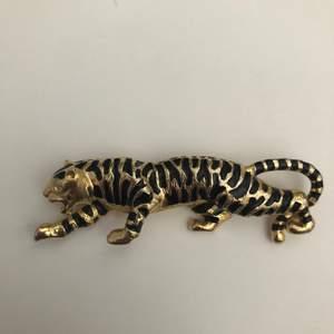 Fin brosch i form av en tiger! Fint skick