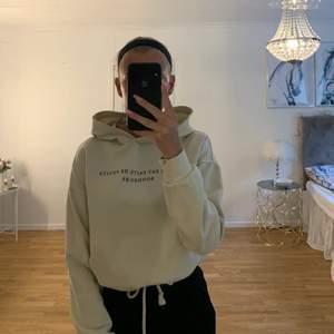 En snygging skön hoodie med luva från Gina gruvor men en justerbar midja, skulle säga att den är som en xs