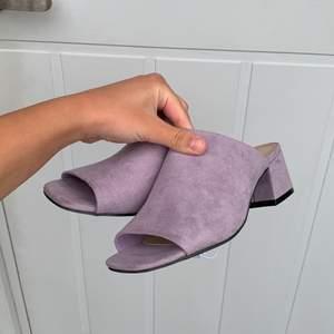 Ett par oanvända skor. Är för stora för mig. Supersöt färg.