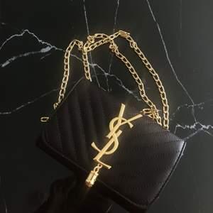 Vintage hand väska från saint Laurent i färgen mörk brun