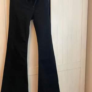 Crocker jeans som inte säljs längre, modellen Pow flare, aldrig använda i strl 29/34